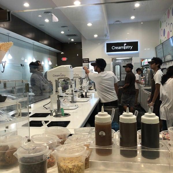 Foto tirada no(a) Creamistry por Loriah P. em 11/26/2017