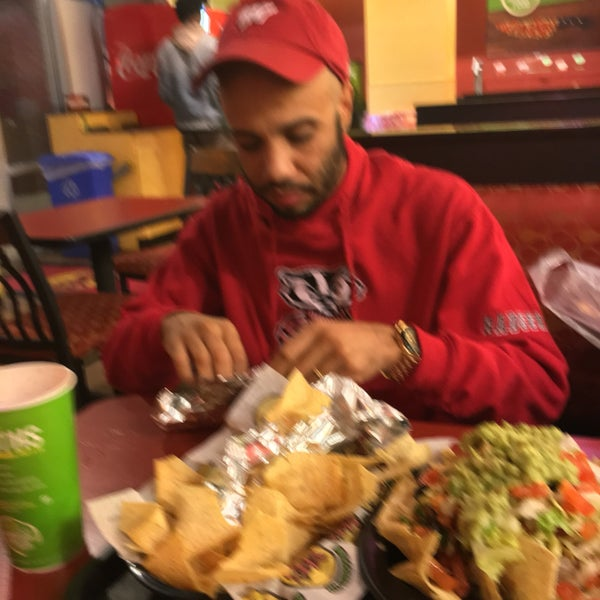 Photo taken at Moe's Southwest Grill by Misha K. on 11/27/2016