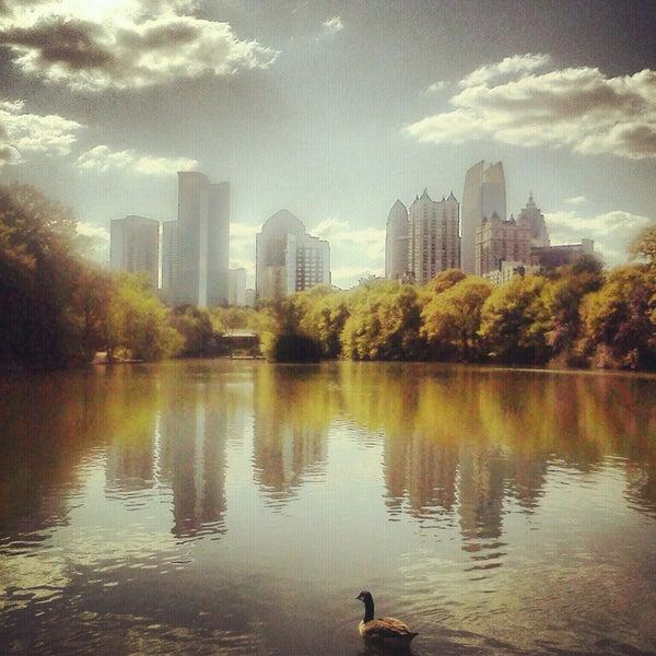 รูปภาพถ่ายที่ Piedmont Park โดย Marissa S. เมื่อ 4/11/2013