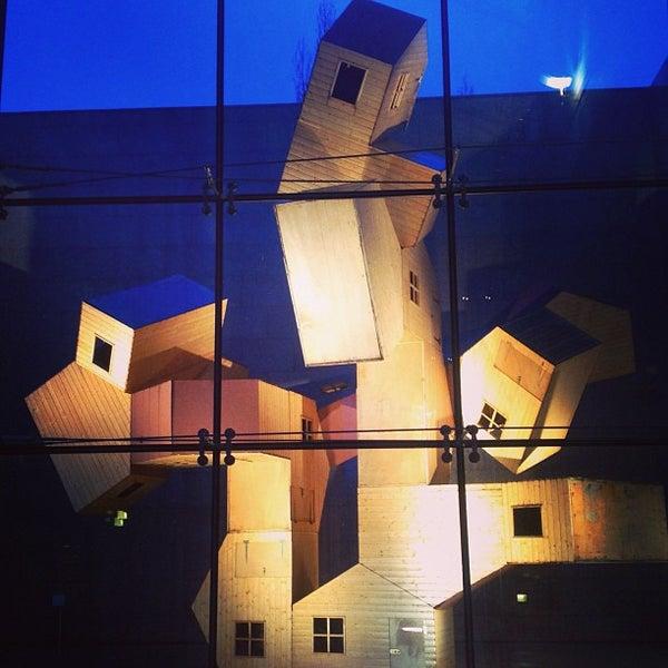 Mus e d 39 art moderne et contemporain gare 21 tips for Art contemporain moderne