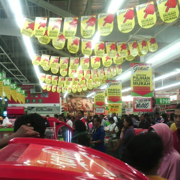 Photo taken at Giant by Isra G. on 5/1/2013