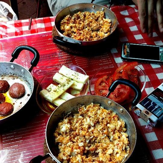 5/28/2013 tarihinde Nihat Duygu A.ziyaretçi tarafından Café Faruk'de çekilen fotoğraf