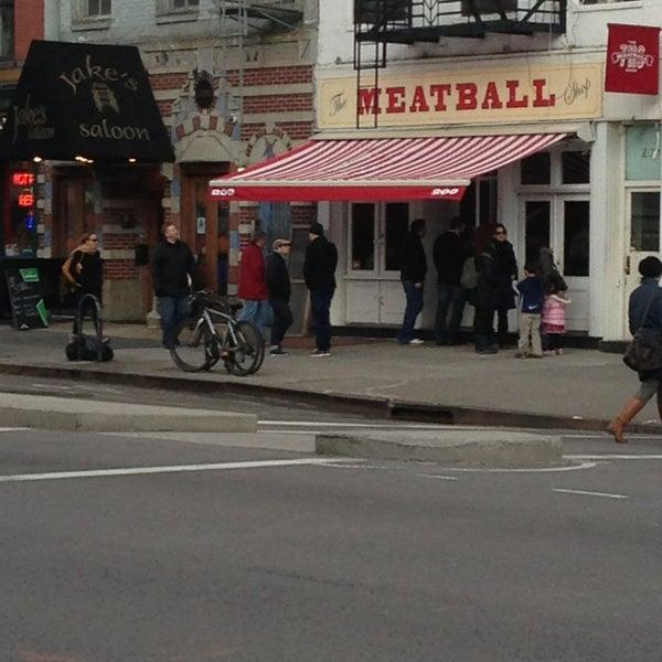 Photo prise au The Meatball Shop par Roy T. le3/23/2013
