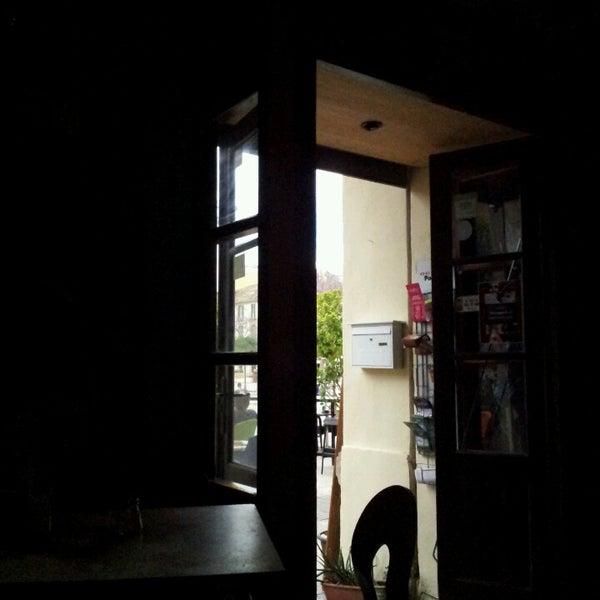 5/18/2013 tarihinde Nour M.ziyaretçi tarafından Café con Libros'de çekilen fotoğraf