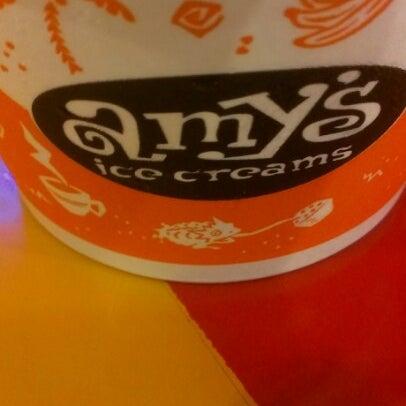 10/22/2012 tarihinde Tere Z.ziyaretçi tarafından Amy's Ice Creams'de çekilen fotoğraf