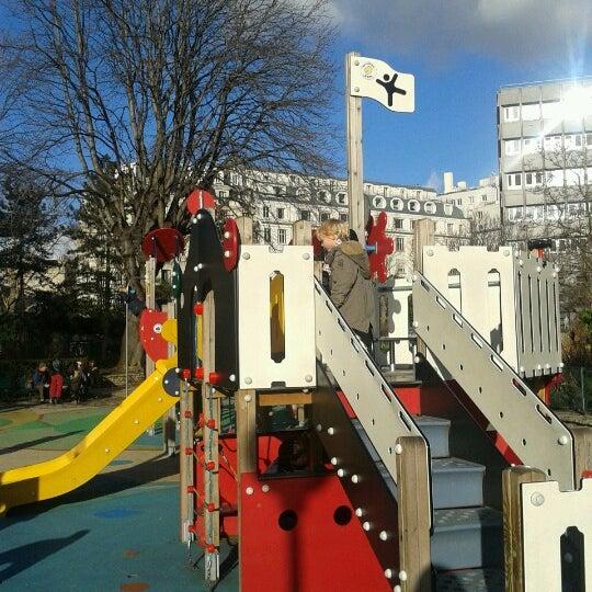fotos en aire de jeux du jardin villemin zona de juegos en paris. Black Bedroom Furniture Sets. Home Design Ideas