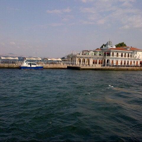 Photo taken at Büyükada Mavi Marmara Motor İskelesi by Tolga Yelorgu on 7/10/2013