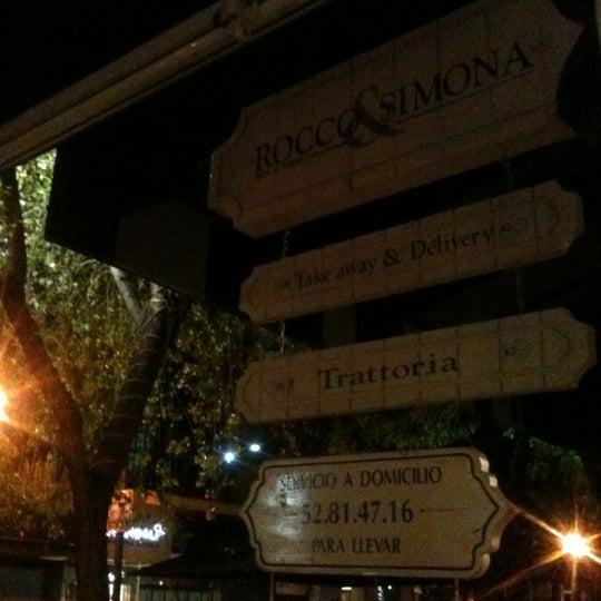 Foto tomada en Rocco & Simona Pizza al Forno por Alex V. el 11/7/2012