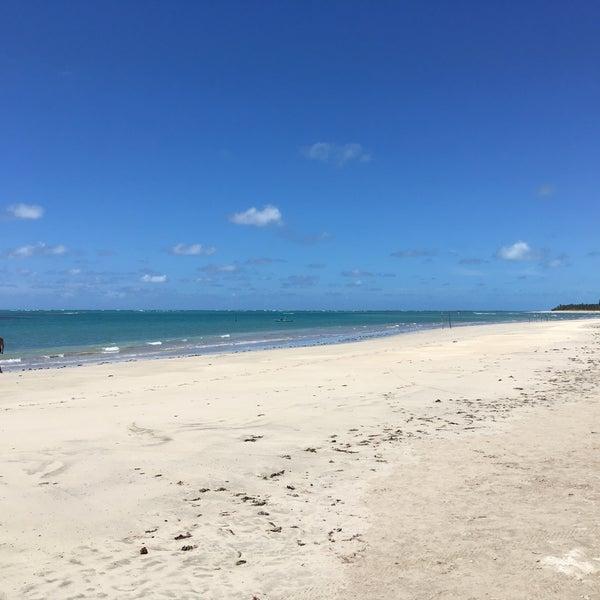 Foto tirada no(a) Praia de São Miguel dos Milagres por Leo B. em 2/22/2017