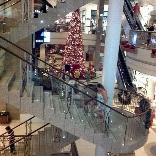 Foto tirada no(a) Shopping Del Paseo por Rodrigo R. em 12/19/2012