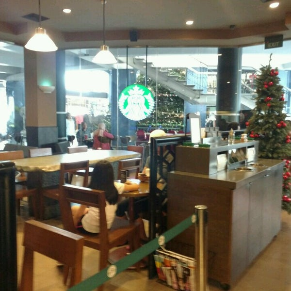 Photo taken at Starbucks by Satya W. on 12/17/2016
