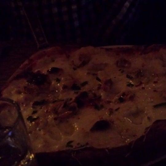 Foto diambil di Monte's Restaurant oleh Wade B. pada 12/22/2013