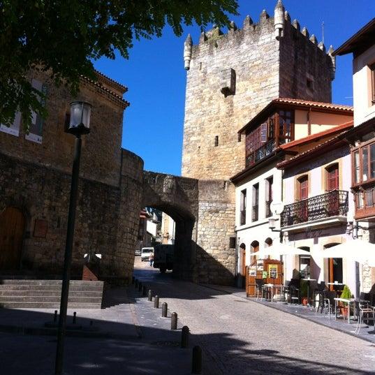 Foto tomada en Castillo de Valdés Salas por Chano M. el 10/5/2012