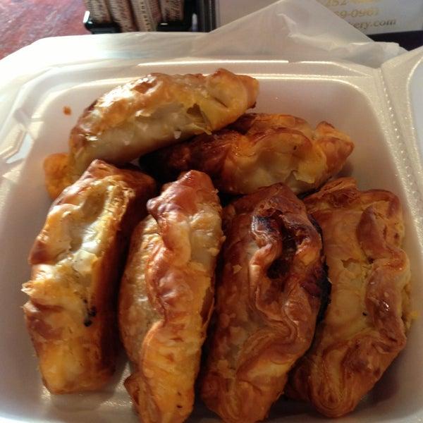 12/28/2012 tarihinde Jeff G.ziyaretçi tarafından Argentina Bakery'de çekilen fotoğraf
