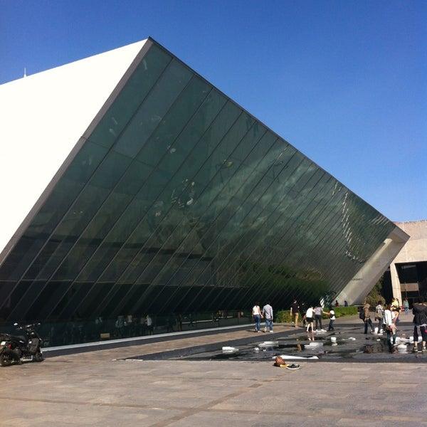 Foto tomada en MUAC (Museo Universitario de Arte Contemporáneo). por Lizette Z. el 2/9/2013
