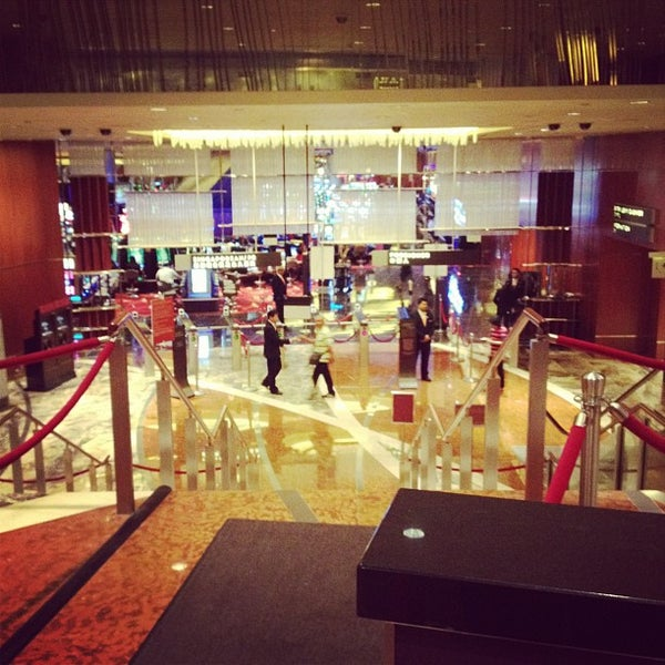 Photo taken at Marina Bay Sands Casino by みるく on 3/7/2013