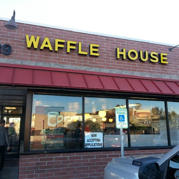 Photo taken at Waffle House by Andrew D. on 12/29/2013
