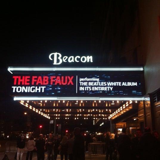 รูปภาพถ่ายที่ Beacon Theatre โดย Amanda C. เมื่อ 10/6/2012