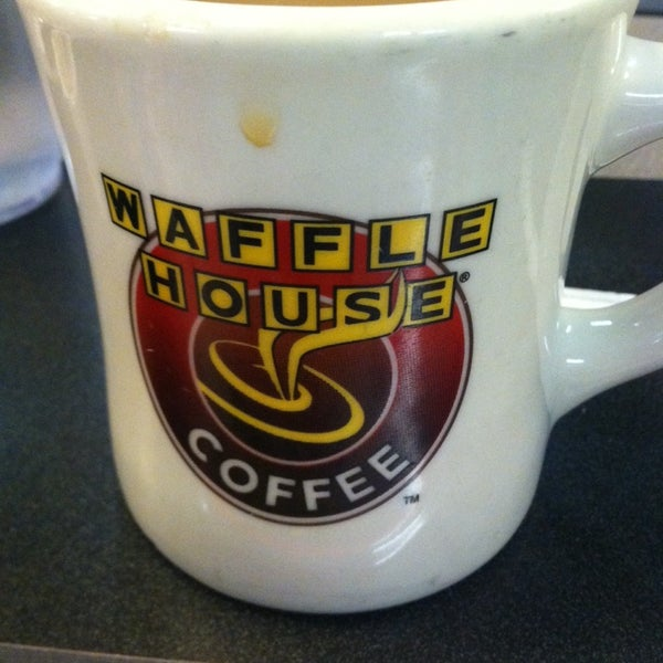 Photo taken at Waffle House by Joe S. on 2/2/2014