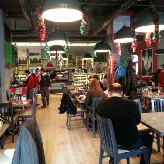 12/30/2012 tarihinde Saygin E.ziyaretçi tarafından Soho Green's'de çekilen fotoğraf