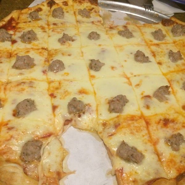 Ted 39 s pizza pizza place in menomonie for Ted s fish fry menu