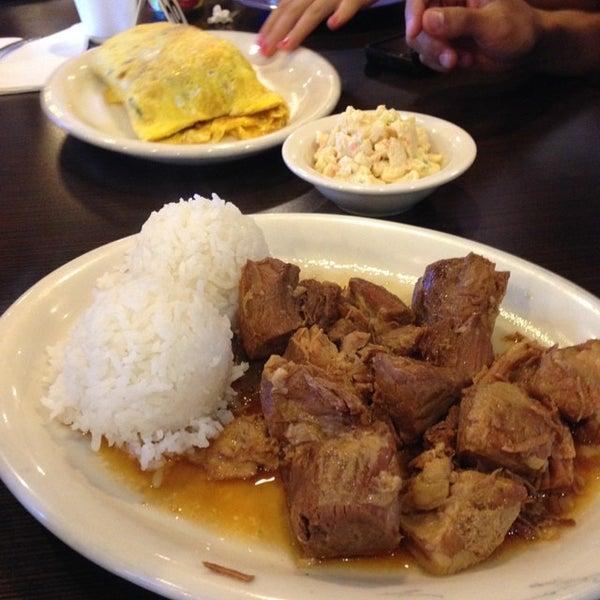 Photo taken at Aloha Kitchen by Gladys S. on 7/20/2014