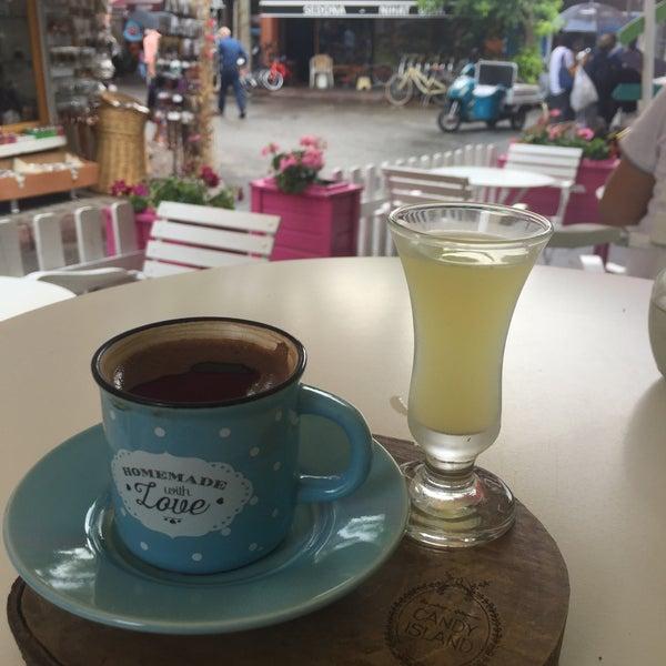 7/14/2018 tarihinde Fahri Ö.ziyaretçi tarafından Büyükada Şekercisi Candy Island Cafe Patisserie'de çekilen fotoğraf