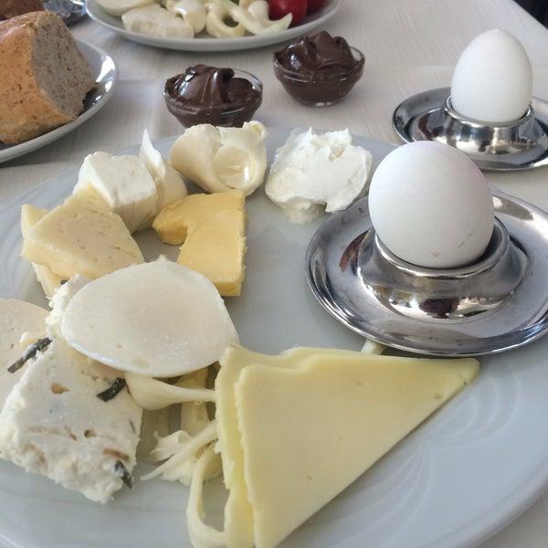 9/15/2016 tarihinde Ayhan A.ziyaretçi tarafından Sah İnn Restaurant'de çekilen fotoğraf