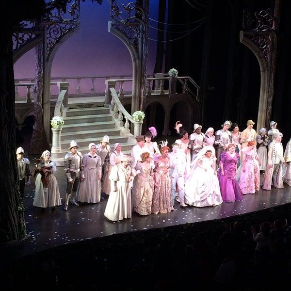 1/3/2015にAdam K.がBroadway Theatreで撮った写真