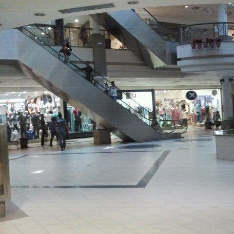 Foto tirada no(a) Shopping Del Paseo por Mário Cezar S. em 10/30/2012