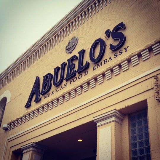 Foto tomada en Abuelo's Mexican Restaurant por Robert P. el 10/6/2012