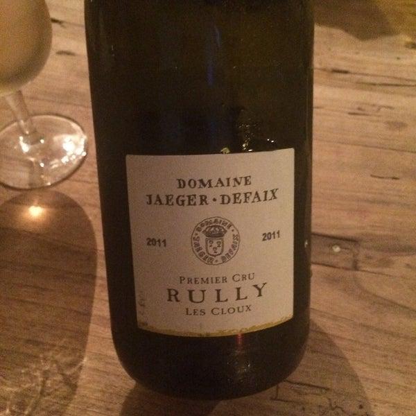Ma bouteille de vin blanc préférée! Très bon choix de vin. Les planches et les plats sont ok.
