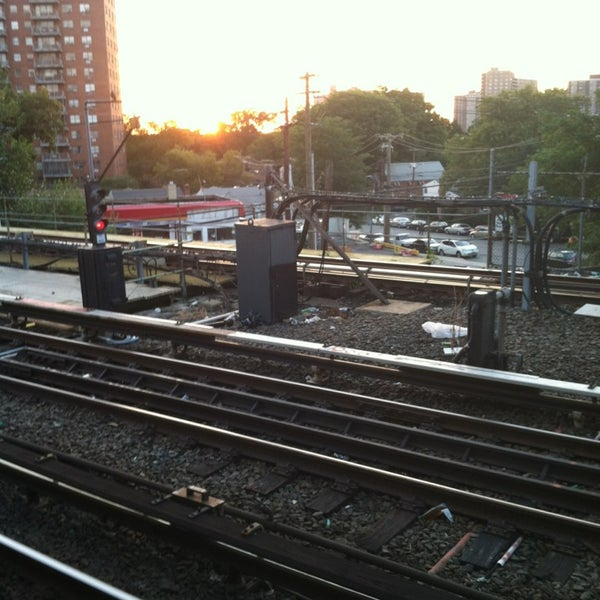 Photo taken at MTA Subway - Baychester Ave (5) by Alcibiades D. on 9/5/2013