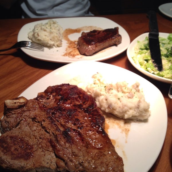 Photo taken at Outback Steakhouse by Diego X. on 9/2/2014