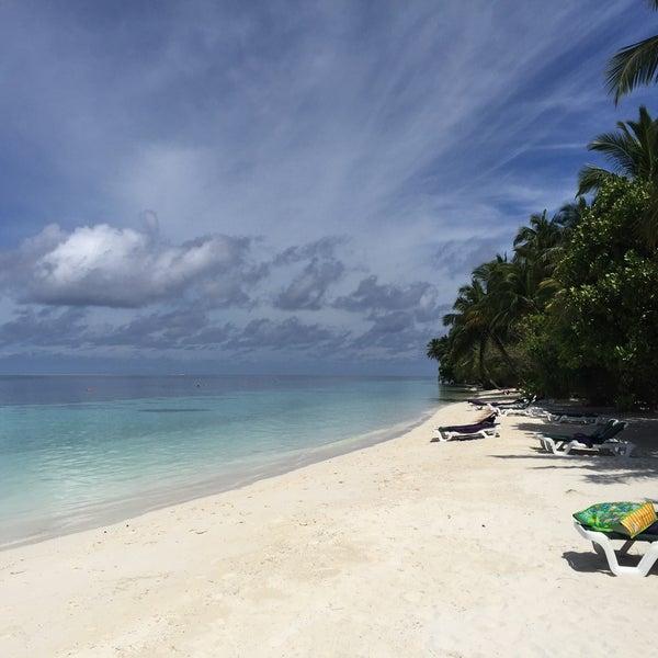 Photo taken at Vilamendhoo Island Resort & Spa by Stevan J. on 10/30/2015