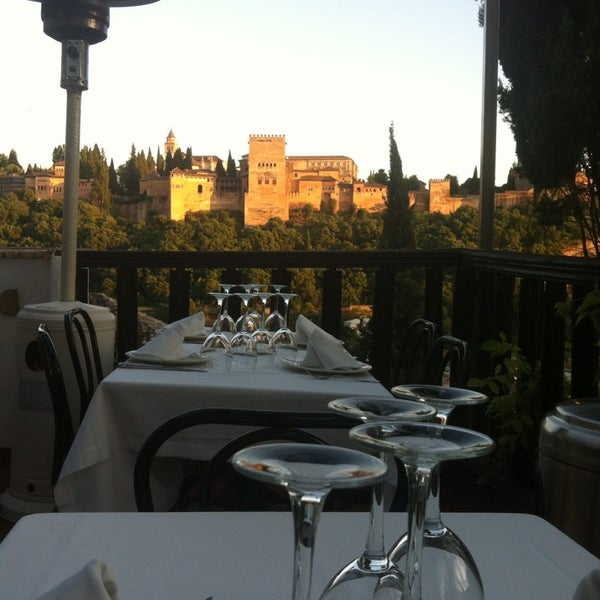 Where's Good? Holiday and vacation recommendations for Granada, Spain. What's good to see, when's good to go and how's best to get there.
