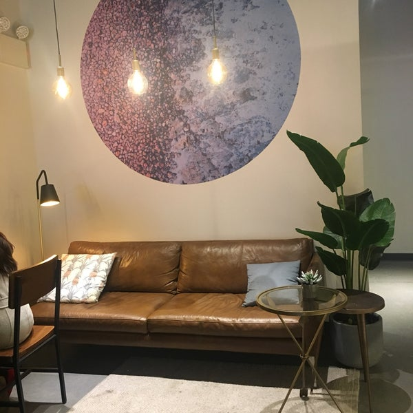 Beautiful, relaxing space with a fantastic team of staff. I was here working for over 5 hours (yeah, got carried away) and I didn't feel rushed at all. Got their pea mint smash and chai latte, so good