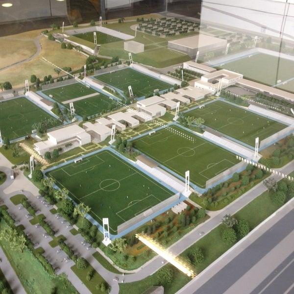 Ciudad deportiva real madrid barajas parque de valdebebas for Puerta 8 ciudad deportiva