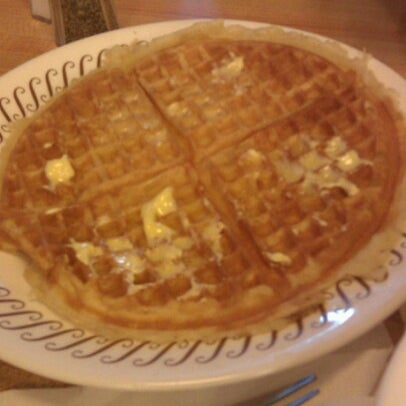 Photo taken at Waffle House by Marsharee on 11/11/2012