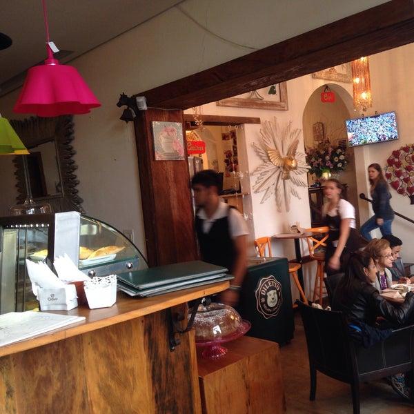 Foto tirada no(a) Florbela Café por Nadjah L. em 5/8/2016