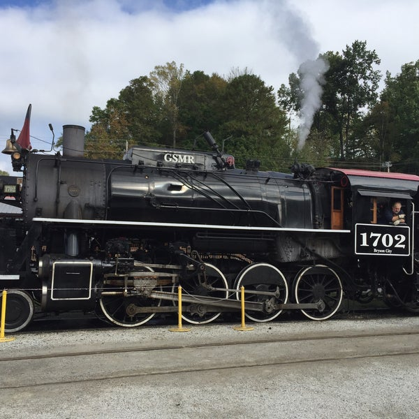Photo taken at Great Smoky Mountain Railroad by Joel on 10/12/2017