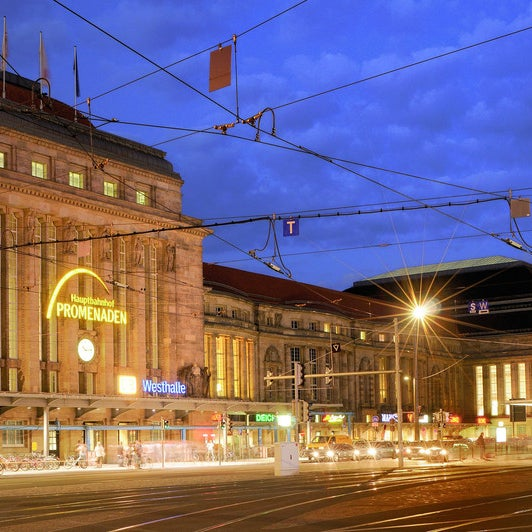 Das Foto wurde bei Promenaden Hauptbahnhof Leipzig von ece projektmanagement co kg am 5/27/2016 aufgenommen