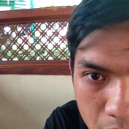 Photo taken at Ikan Bakar Bambu Haur by Nuryadi N. on 10/31/2012