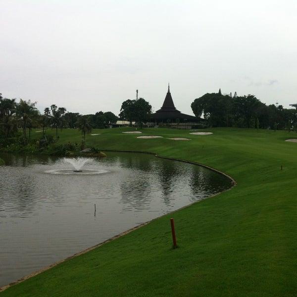 4/10/2013 tarihinde PerÅke A.ziyaretçi tarafından Pondok Indah Golf & Country Club'de çekilen fotoğraf