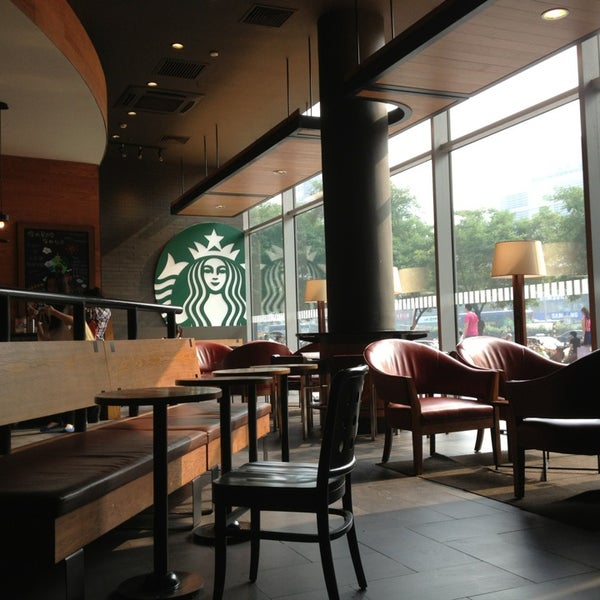 Photo taken at Starbucks (星巴克) by Paolo 7. on 7/30/2013