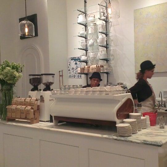 Foto scattata a Toby's Estate Coffee da Dmitry N. il 11/1/2013