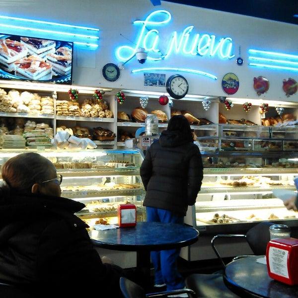 Foto tomada en La Nueva Bakery por N Y. el 1/2/2015