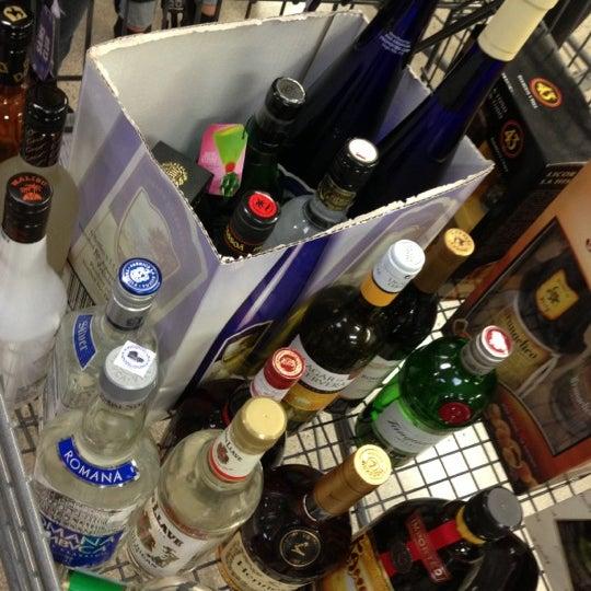 Photo taken at Sam's Club by Ruben O. on 11/20/2012