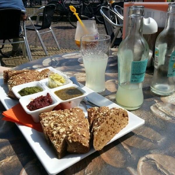 Foto scattata a Lunch-Café Le Provence da Deborah v. il 6/6/2013