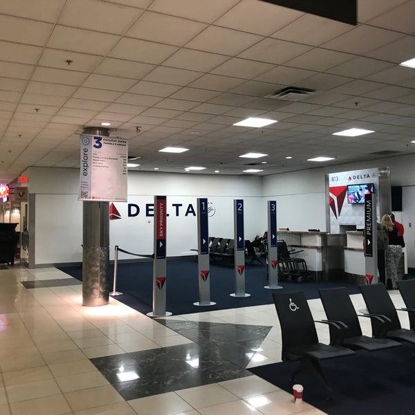 Photo taken at Hartsfield-Jackson Atlanta International Airport (ATL) by SooFab on 5/12/2017